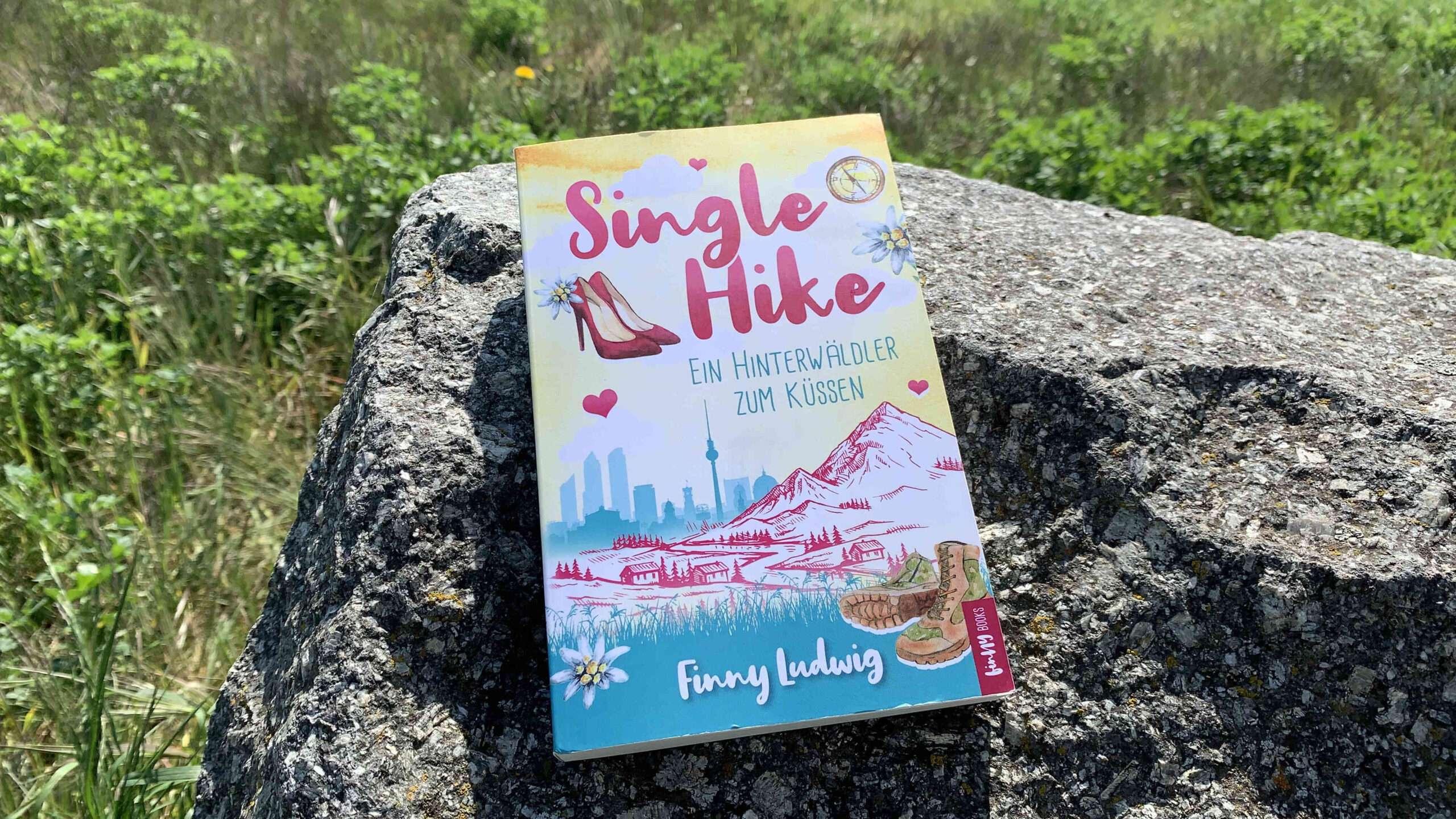 """Read more about the article """"Single Hike-Ein Hinterwäldler zum Küssen"""" von Finny Ludwig"""